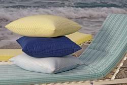 Ispirata alle stupende sfumature che ci regala uno dei più bei luoghi del Mar Mediterraneo, la collezione Eolie rispecchia le brillanti tonalità pastello del famoso arcipelago.  Mare, sabbia e sole in una serie di colori e tessuti ricchi di vitalità, tenui e riposanti, che renderanno ancora più piacevoli i momenti che dedicherete a voi stessi.