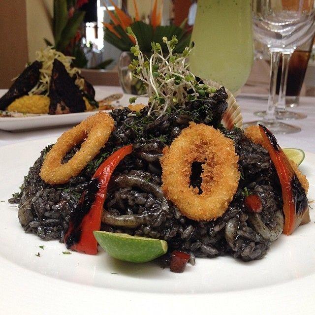 Risotto de Mariscos en Tinta de Pulpo Restaurante Bar Brujas de Cartagena Cocina Peruana Cartagena - Colombia
