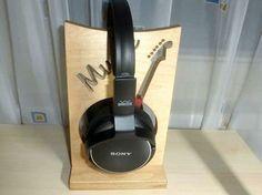 This musical stand keeps your headset handy: http://www.1-2-do.com/de/projekt/Halter-fuer-Kopfhoerer/anleitung-zum-selber-bauen/16364/