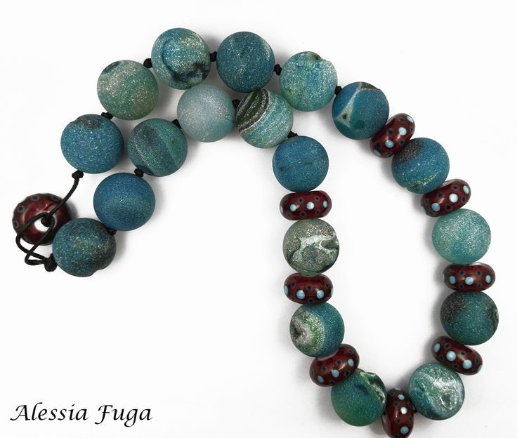 Agate and lampwork glass beads necklace di alessiafuga su Etsy