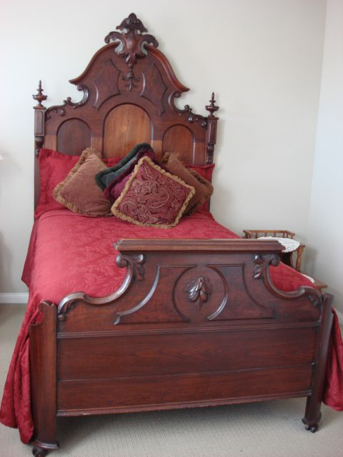 antique beds on pinterest pink vintage bedroom antique furniture