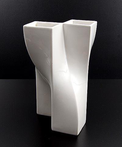 Wit geglazuurde porseleinen Multipel vaas ontwerp Jan van der Vaart 1977 uitvoering Makkum 1979