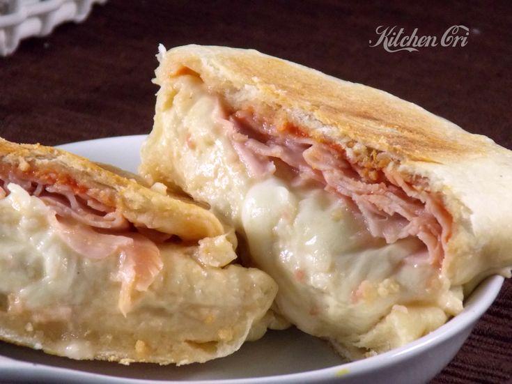 panini farciti, ricetta senza forno, preparate l'impasto lievitato, farcite i panini e cuoceteli sulla piastra, quando il forno non c'è o non si vuole usare