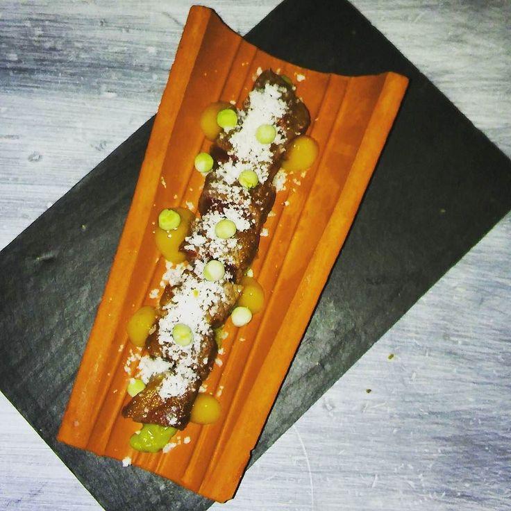 #maincourse is #wagyu #tataki with #peas #cream and #mangochutney @mittemadrid #yummy #delicious #gastronomy #wagyubeef #foodporn #foodgasm #foodlovers #foodie #instafood y de plato principal tataki de #ternera wagyu con #crema de guisantes y #chutney de #mango #deliciosos #gastronomia by jorgecanetes