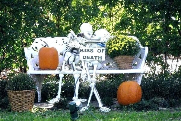 Cool Outdoor Halloween Decorations With Images Halloween