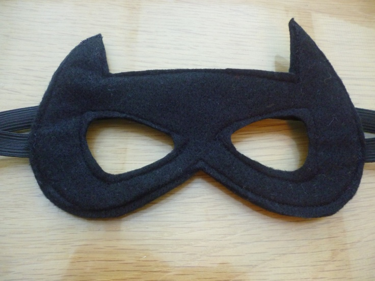 Batman mask made of felt for dressing up/costume/fancy dress/superhero mask. $4.00, via Etsy.