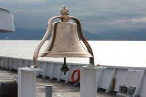 Her kan du finde gode skibsklokker til din båd, skibet, til baren eller f.eks. til kontoret.