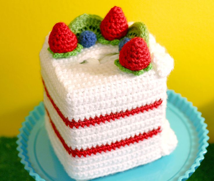 Chiffon Cake with Fruit Topping (Lion Brand Vanna's Choice, cube box) - tissue cozy