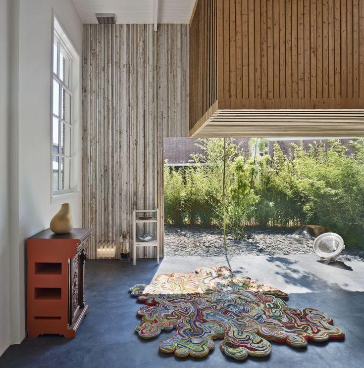 Voormalig koetshuis in Utrecht omgetoverd tot woonhuis met hergebruikte materialen - Roomed