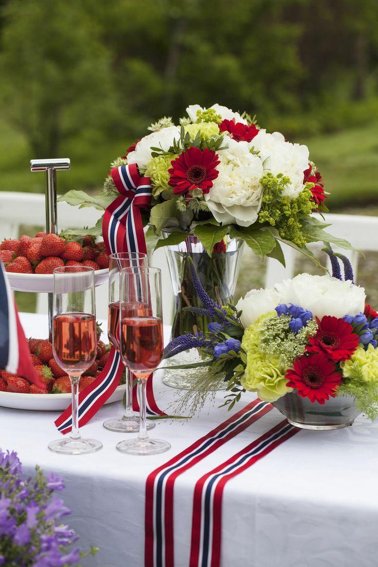 Norway Constitution Day - Pynt et vakkert festbord til 17. mai med blomster i rødt, hvitt og blått. https://www.mestergronn.no/