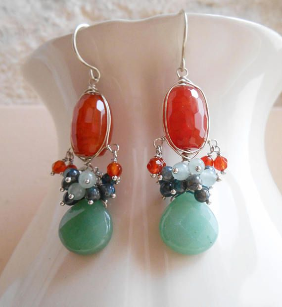 Indulge in the captivating, warming glow of Samarkande gemstone cluster earrings. Full of life, sparkle and with a gorgeous earthy color story, these playful drop earrings are an interesting way to incorporate a pop of color to your outfits. The burnt orange agate barrel beads are