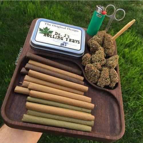 sweetsmoke420:  We Love To Smoke Weed