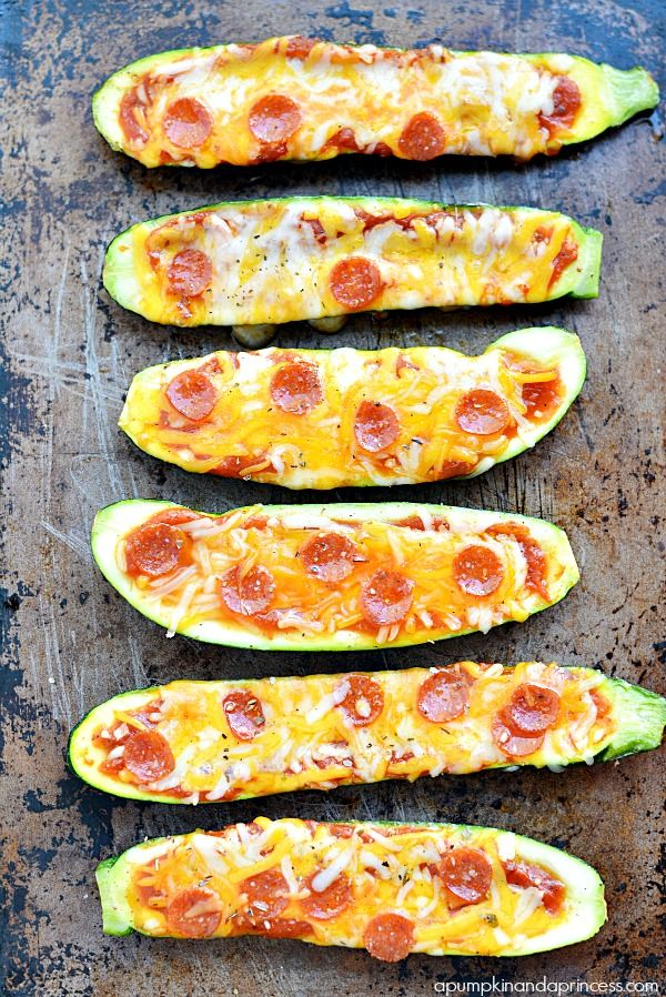 Grilled Pepperoni Pizza Zucchini Boats - I would make these with chicken instead of pepperoni, they look delicious!