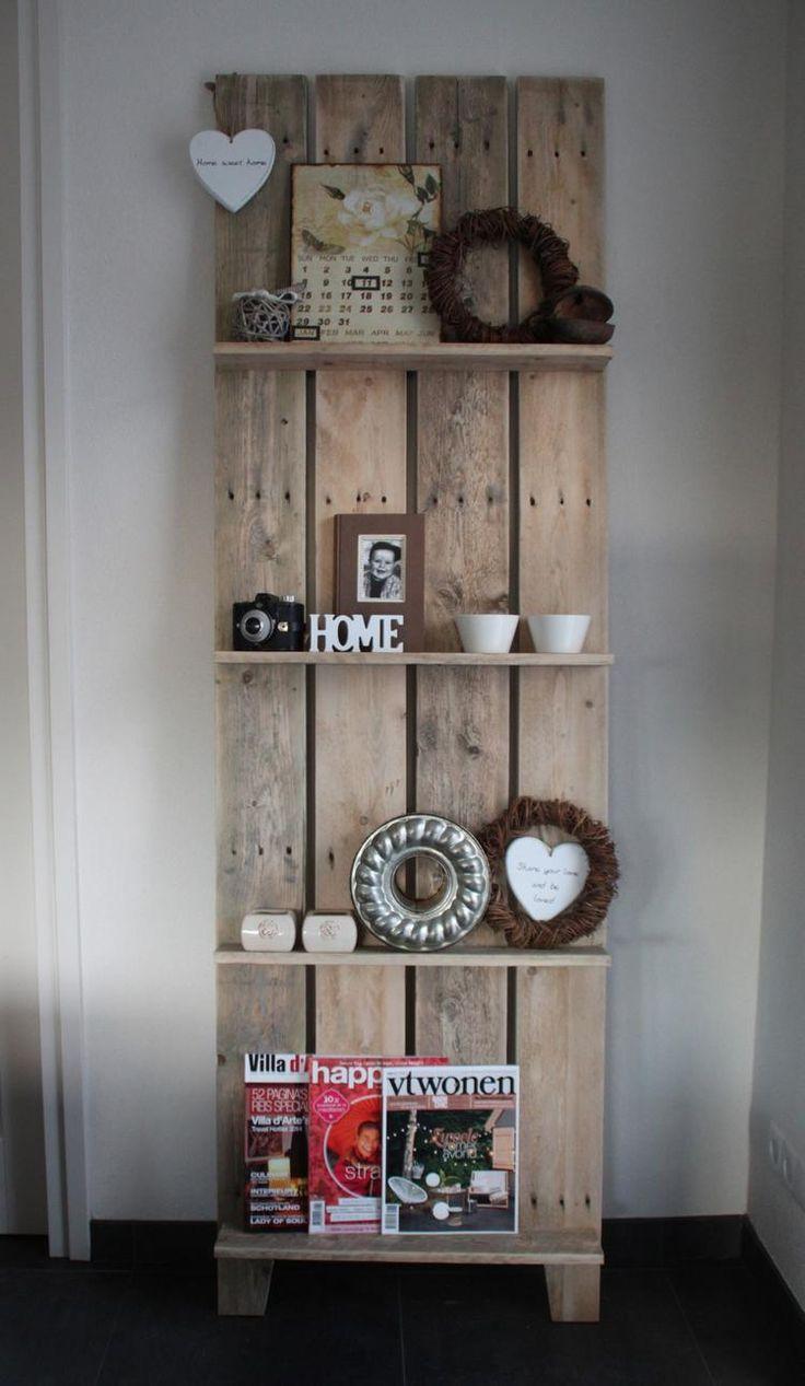 Bekijk de foto van DeoudeWeegschaal met als titel Mooi Tijdschriftenrek/ wandrek zelf gemaakt van Pallethout. en andere inspirerende plaatjes op Welke.nl.