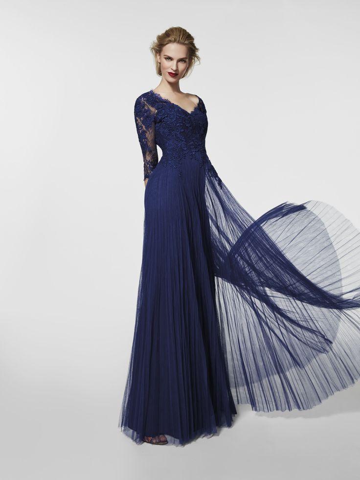 Vestido de festa (modelo GRACIL) azul com um decote em bico à frente e decote em bico nas costas. Vestido comprido da linha evasé e manga três quartos (tule e renda)