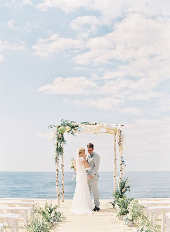 Gorgeous Lake Michigan wedding ceremony: http://www.stylemepretty.com/2015/12/11/nautical-lake-michigan-wedding/ | Photography: Clary Photo - claryphoto.com