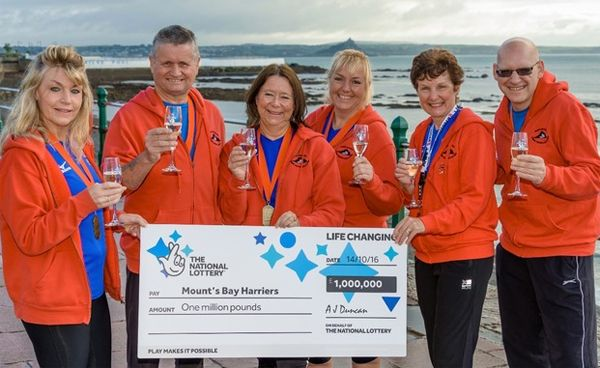 Team of marathon runners share £1.000.000 Euromillions prize