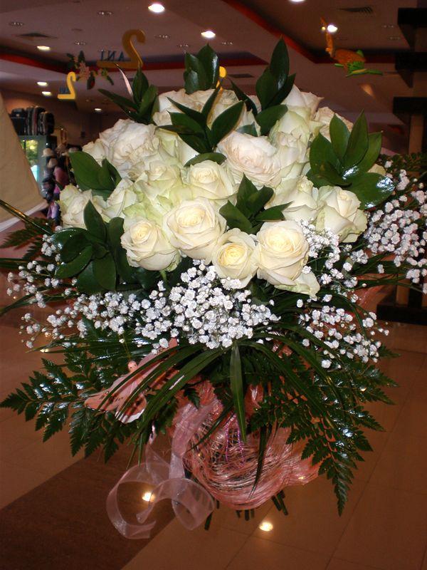 Buchet majorat 18+1 trandafiri albi
