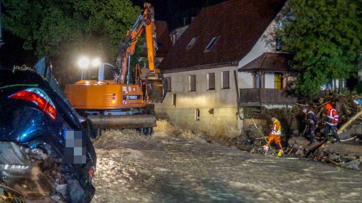 Baden-Württemberg | Drei Tote durch Überschwemmungen http://www.bild.de/regional/stuttgart/unwetter/angeblich-drei-tote-nach-unwetter-46035256.bild.html