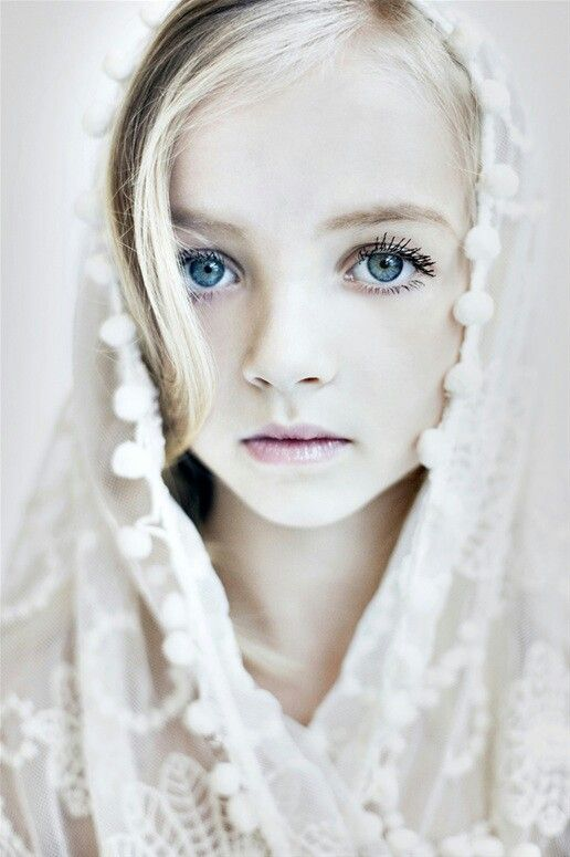 ♀ Little girl with blue eyes portrait Face