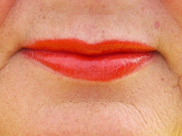 How to remove wrinkles on the upper lip: Facebook, etc. home methods 91