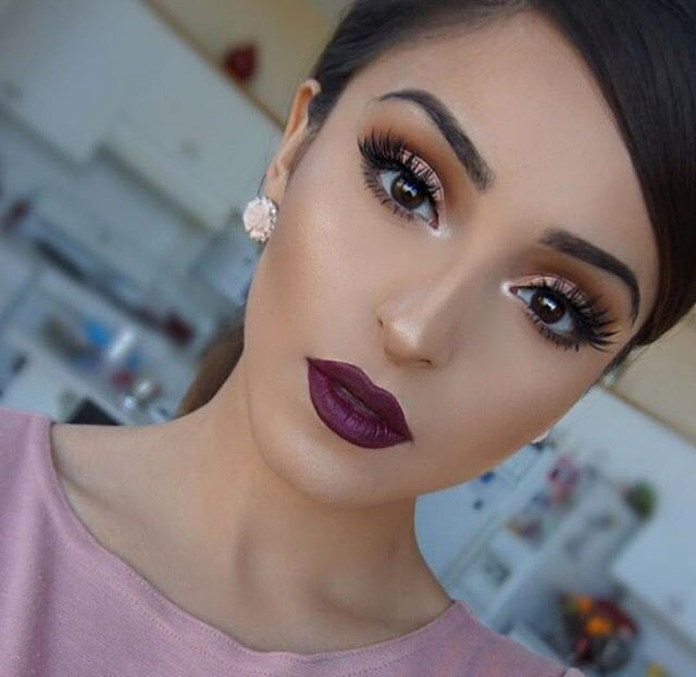 Fall makeup look purple lips rose gold eye shadow eyes