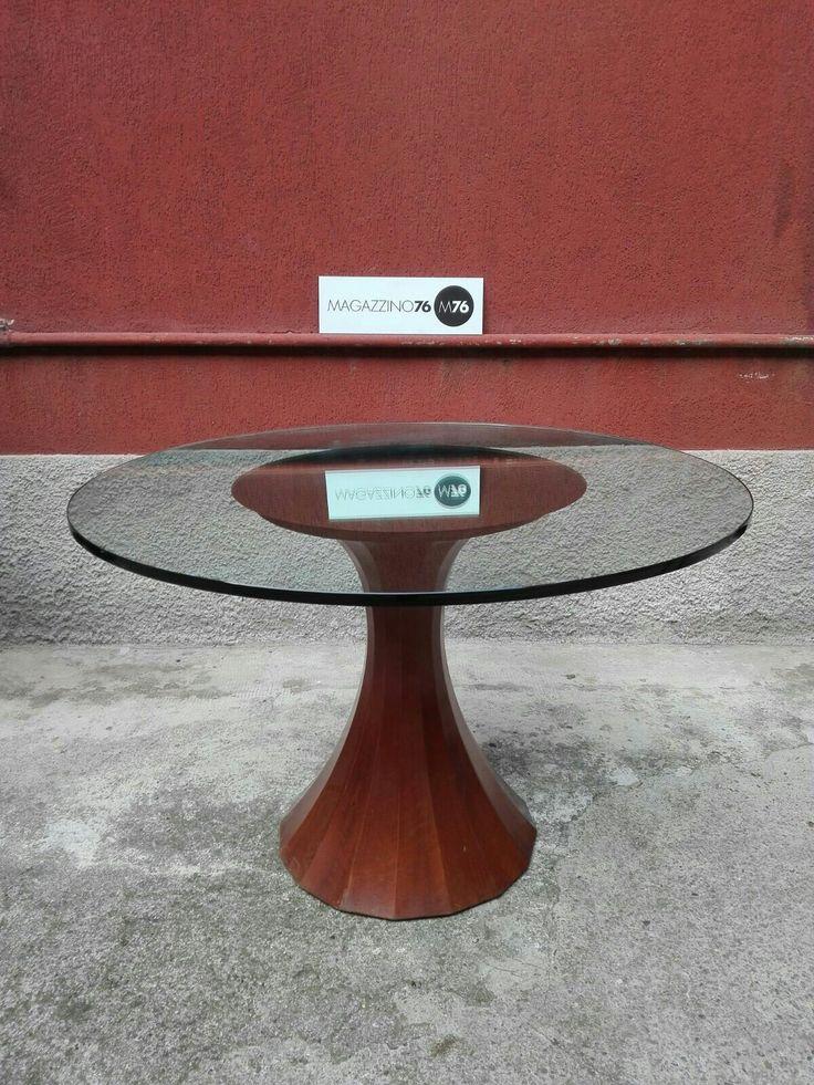 Tavolo anni 60 nello stile di Luigi Massoni. Piano in cristallo con specchiatura al centro. Diametro 120cm #magazzino76 #viapadova #Milano #nolo #viapadova76 #M76 #modernariato #vintage #industrialdesign #industrial #industriale #furnituredesign #furniture #mobili #modernfurniture #antik #antiquariato  #vetro #tulip #cristallo #tavolicristallo #fontanaarte #tavoli #table #luigimassoni