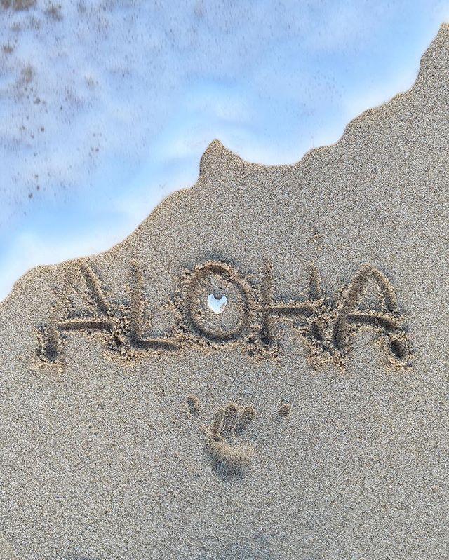 :) acabei de descobrir que aloha é uma forma de saudação que significa Olá ou Tchau, usada originalmente como demonstração de afeto ou paz #BeachPhotography