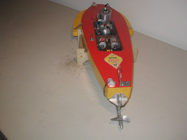 This is a very early 3 point prop riding Hydro from the mid 1940's.  Up until this time all racing boats were flat bottom step hulls with fully submerged props. These sponson hulls with only the lower half of the prop in the water changed the whole game. This boat design came from a Mr. D.L. Weaver of San Pedro Calif. Has a rare McCoy SUPER 60, (Before black anodizing) Only a few of these non anodized deep bypass engines were made. Almost all were black case with red heads.