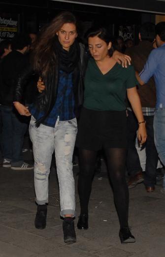 """KARADAYI DİZİSİ OYUNCULARI 14 EKİM 2013  Setten partiye  """"Karadayı"""" dizisinin oyuncuları, önceki akşam set çıkışı Asmalımescit'teki Nar Pera'da düzenlenen bir doğum günü partisine katıldı."""