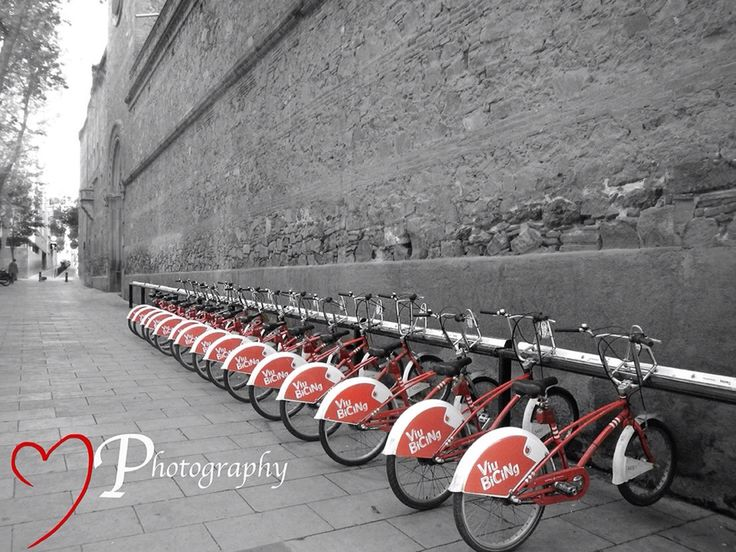 I just couldn't walk past this while on our trip to Barcelona.. As soon as I saw this I new I wanted no other color then that of the bicycles.