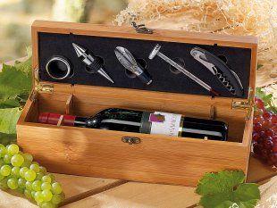 Geschenkbox aus Bambus für eine besonders edle Flasche Wein. Inklusive Kellnermesser, Weinthermometer und Weinausgießer (u.a.).