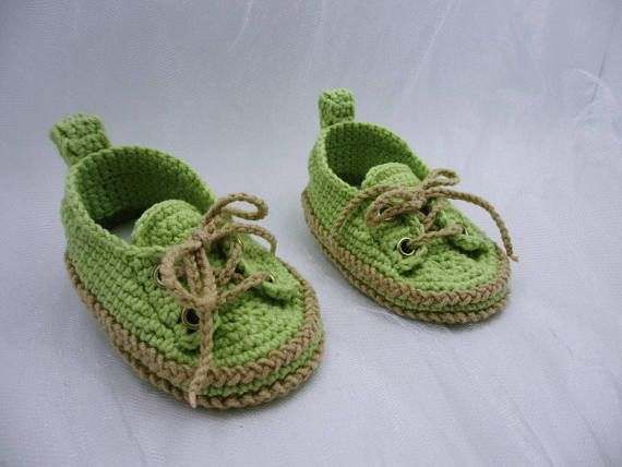 Verde zapatillas de bebé, zapatos de bebé del ganchillo, ganchillo botitas de bebé, botitas de bebé ganchillo, zapatos de bebé de niño, cargadores para bebés, zapatillas de deporte del bebé. Mi hilo es 55% algodón, 45% acrílico. Suave, suave para los bebés. Así que es mejor proteger la piel
