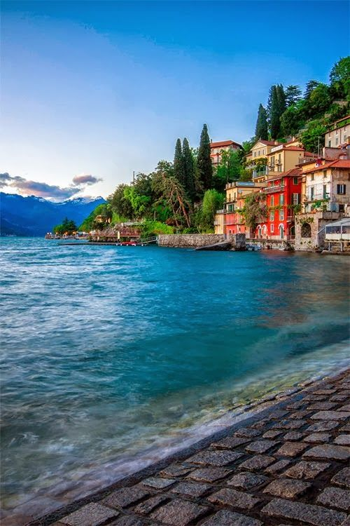 Varenna is a comune on Lake Como in the Province of Lecco in the Italian region Lombardy. Can I live here?