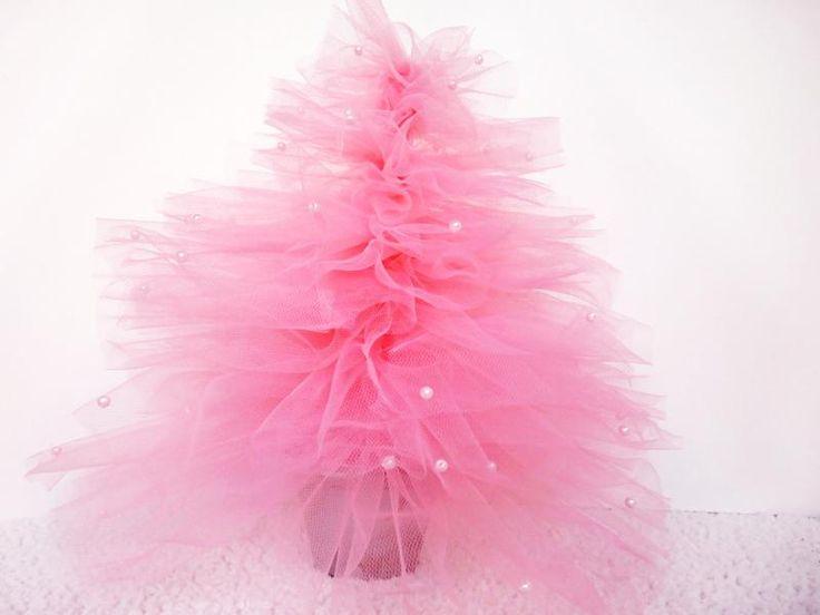 ¡Un árbol de tul! La mejor idea para una decoración de Navidad muy romántica.