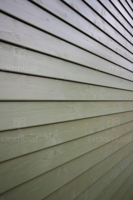 Jest to elewacja o niesymetrycznym profilu 146x24mm. Montuje się ją poziomo na pióro/wpust. Więcej informacji o profilu, jakości drewna oraz dostępnych długościach znajdziesz na naszej stronie.