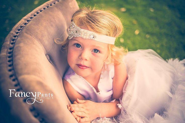 Baby-Kristall Strass Stirnband, Blumenmädchen Stirnband, Hochzeitssuite Stirnband, Baby Stirnbänder, Stirnband, Mädchen Stirnband, Baby-Haar-Bögen von byFancyPants auf Etsy https://www.etsy.com/de/listing/262543492/baby-kristall-strass-stirnband