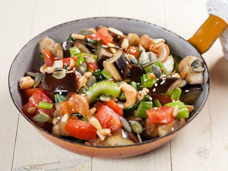 Gewokte groenten met noten en zaden