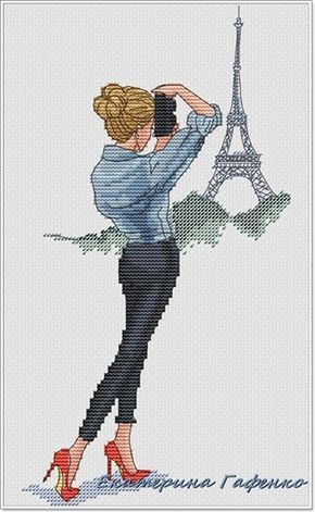 0 point de croix fille prenant la tour eiffel en photo - cross stitch girl taking a photography of the eiffel tower