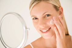Die besten Poren-Verfeinerer Wir alle wünschen uns einen zarten, feinporigen Teint. Was und wer hilft, ihn zu bekommen: neue Hightech-Produkte, Verbündete aus der Natur und Profi-Tricks vom Hautarzt.