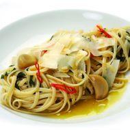Špagety Aglio olio, peperoncino recept - Vareni.cz