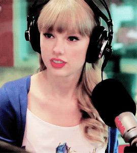 julyninths:  Taylor Swifts hilarious reaction to Wippa singing Taylor Swift