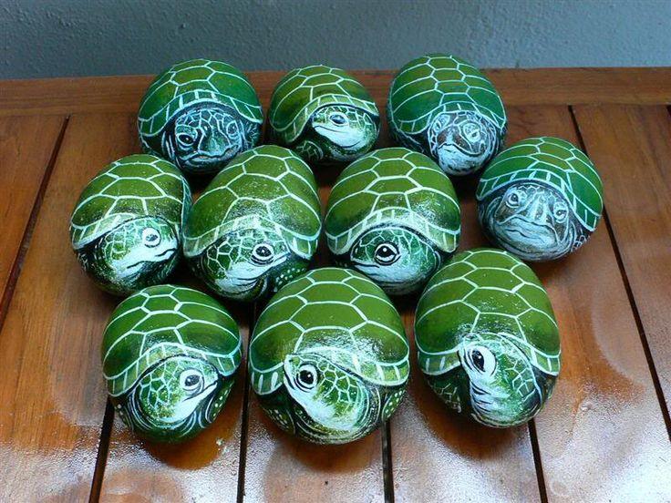 Free tutorials for painting on rocks | Rock painting photo - Green Turtles photo P1460594Medium.jpg