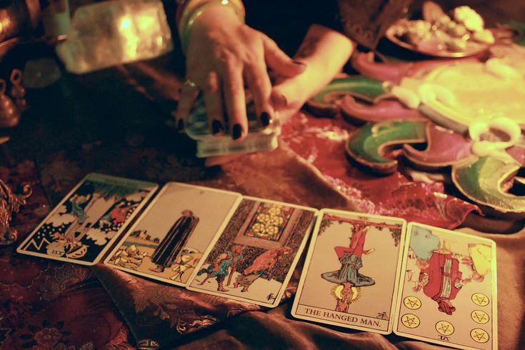 Sua Leitura de Tarot explicada para facilitar o entendimento e o aprendizado de como ler as cartas de tarot para si ou para outra pessoa.