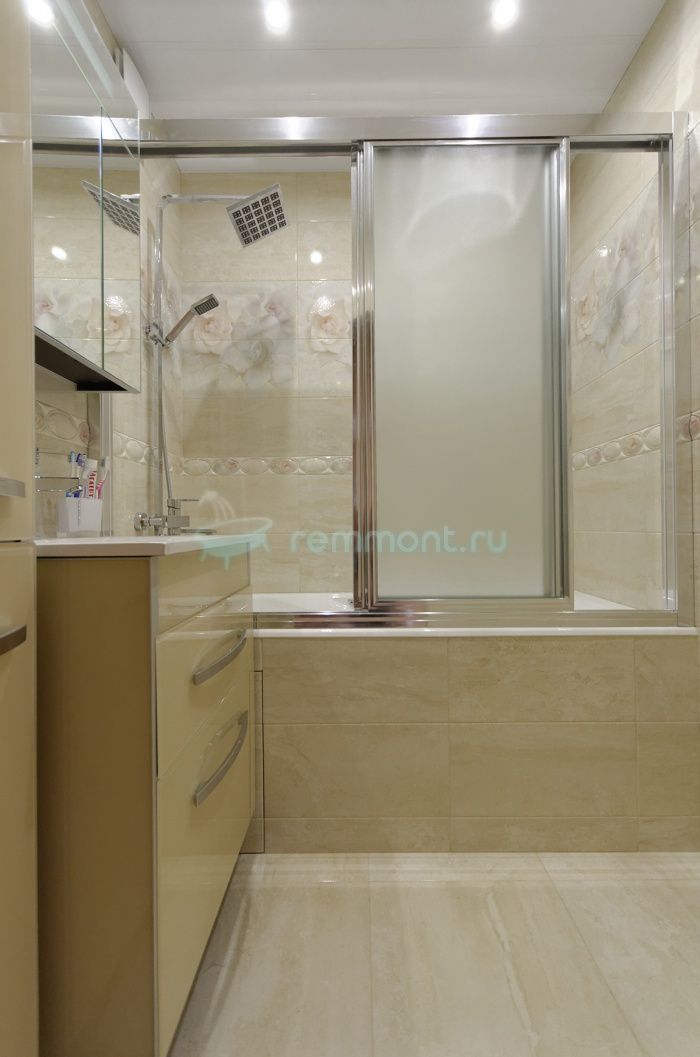 Ремонт ванной и туалета Данте: раздвижная шторка на ванну