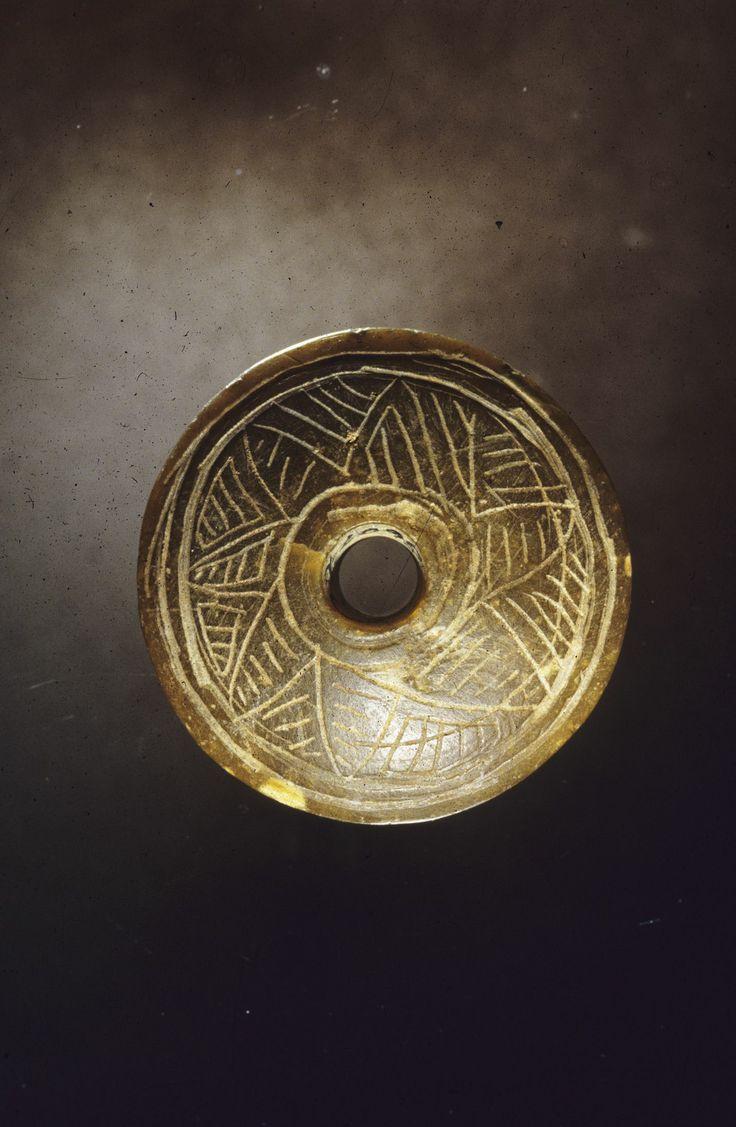 Spinnehjul med ornamentikk - Decorated spinning wheel.