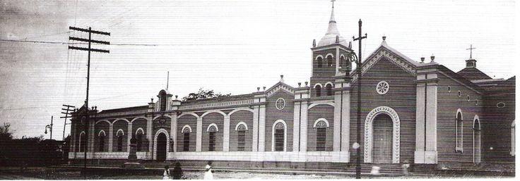 Iniciando su actividad desde el año 1608, el hoy Hospital Central de Maracaibo es el edificio hospitalario mas antiguo de Latinoamerica, siempre unido, como siameses, a la Iglesia de Santa Ana.(En imagen como Casa de Beneficencia, principios del siglo XX)