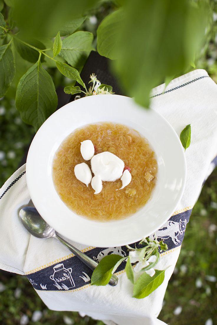 Rabarberkräm, receptet hittar du här: http://martha.fi/sv/radgivning/recept/view-93381-3787?def-93381=483