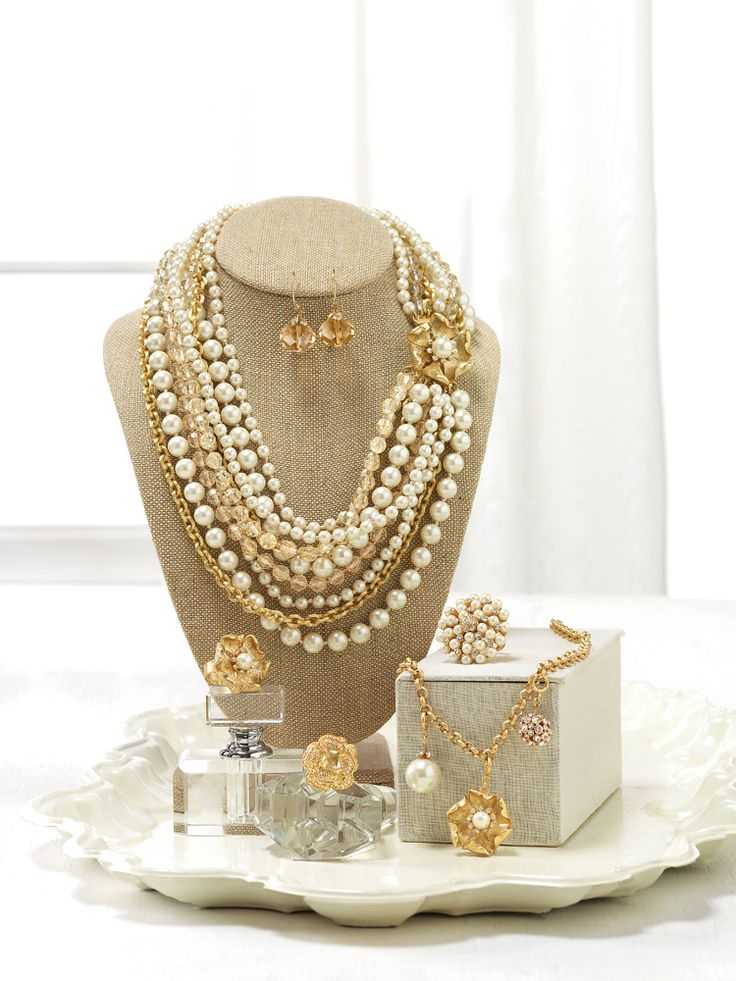 Best 25 Jewelry Party Display Ideas On Pinterest