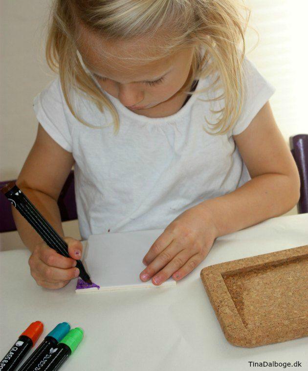 Hjemmelavet gave som børn kan lave - bordskåner i kork og porcelæn -  materialer fra Kreahobshop.dk